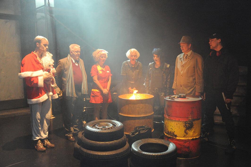 Nacht Tankstelle nach Franz Wittenbrink Meininger Staatstheater